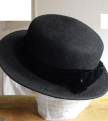 crni vintage retro šešir