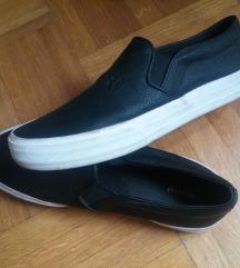 Slip on crne cipele Pull&Bear