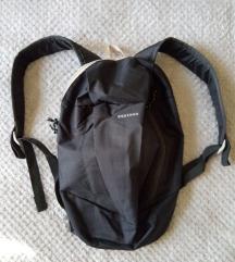 Dechatlon, ruksak za planinarenje, novo