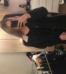 Crna oversized traper jakna sa mekanim ovratnikom
