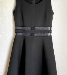 Crna haljinica s prorezom