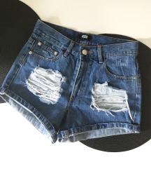 Bik Bok kratke hlače S