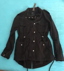 Bershka jakna (pt uključena u cijenu)