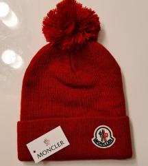 Nova crvena kapa s cofom