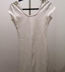 Uska bijela haljina sa zakovicama