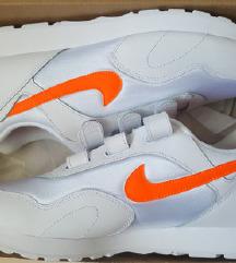 SNIŽENO! Nike outburst V, novo