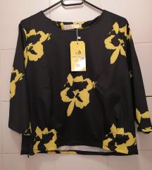 Crna bluza sa cvjetnim uzorkom