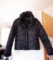 Interesantna crna jakna