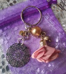 Privjesak ornament, školjka i cvjetić