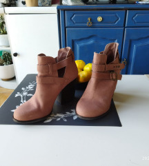 Bata cipele na petu