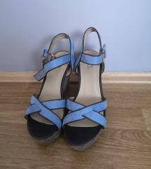 Sandale sa punom petom