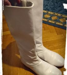 La coste bijele čizme