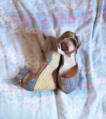 Nove srebrne sandale na punu petu