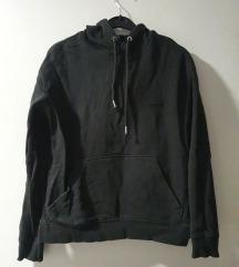 Crna majica s kapuljačom