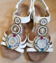 Sandale Novee