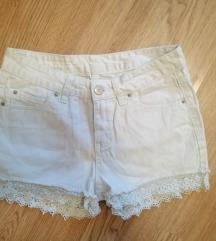 Bijele jeans hlacice