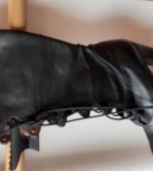 Crne kožne čizme na vezanje