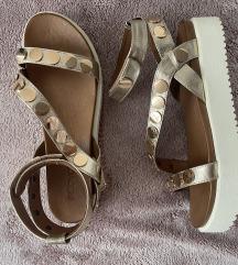 Nove sandale Inuovo