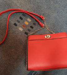 Crvena torbica na rame