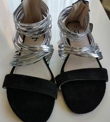 Dva para ravnih sandala