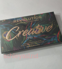 Makeup revolution paleta NOVA