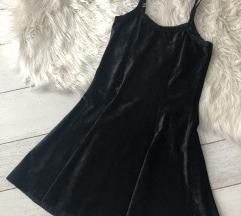 Crna baršunasta vintage haljina