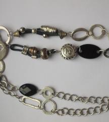 Duga metalna ogrlica