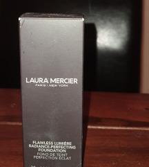 LAURA MERCIER PUDER