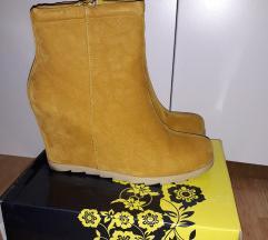 Žute čizmice