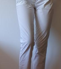 Bijele lagane hlače