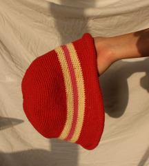 crvena crochet pletena kapa