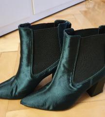 Smargadno zelene gležnjače