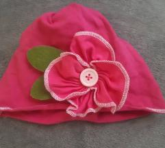 Kapa za djevojčice s cvijetom