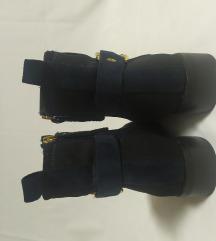 Tamno plave čizme