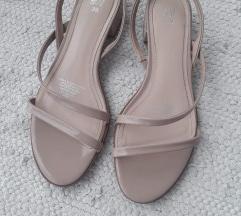 H&M jednom nosene sandale s remenima 39