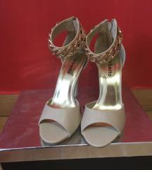 Nove krem sandale
