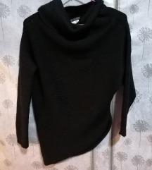 Crni asimetrični pulover