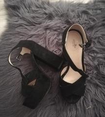 Crne sandale s visokom potpeticom