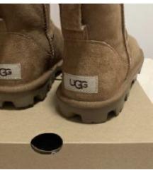 NOVE s kutijom nenošene UGG mini
