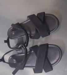 HM nove sandale br.33
