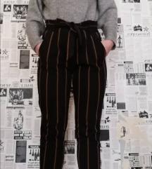 Prugaste hlače visokog struka