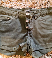 Kratke maslinaste hlačice
