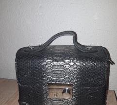 Sivo-srebrna torbica