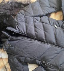 Zara crna jakna Novo
