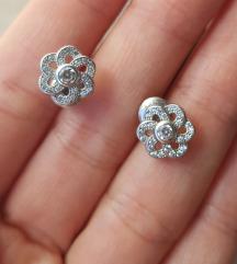 Srebrne naušnice u obliku cvijeta iz Argentuma