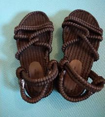 Crne sandale s užetom