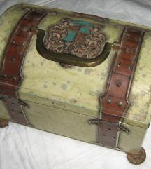 kutija škrinja limena vintage