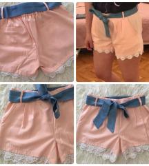 Roze čipkaste kratke hlačice SNIŽENO
