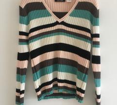 Predivan šareni pulover kao nov vel M