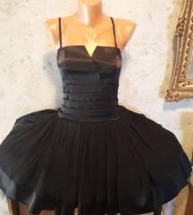 Crna haljina na tregere